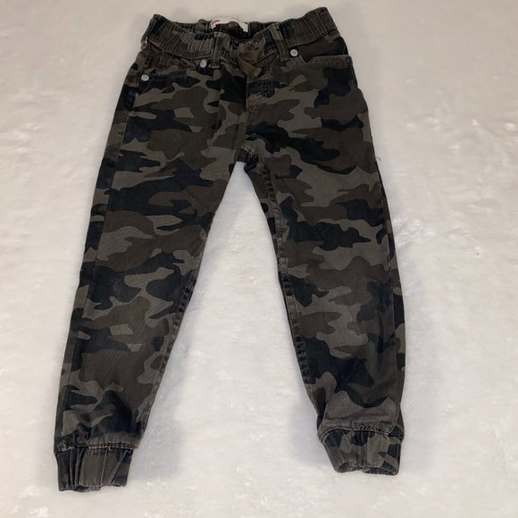 Levi's camo jogger pants boys girls 5 reg EUC!